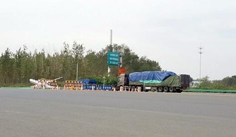 辽宁放行超载货车 或被追究刑责