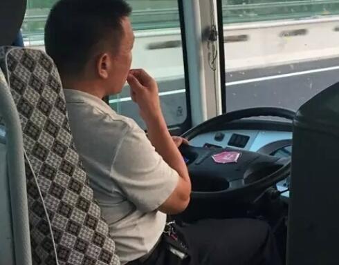 开车嗑瓜子都要被罚款!常德实时监控严管危货运输