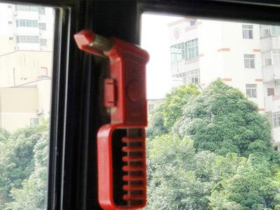 交通运输部办公厅、国家安全监管总局办公厅发文更换客车应急锤