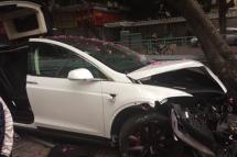 洗车员开走价值100多万特斯拉后发生车祸
