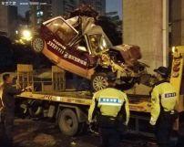 深圳发生六车相撞教练车扭曲成一团