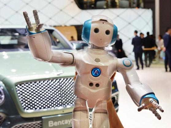 买车变成了买机器人 我逛了个假车展?