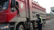 不只路政和交警连私企也有权查货车了