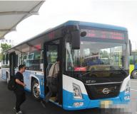 德阳市区新换一批纯电动公交车