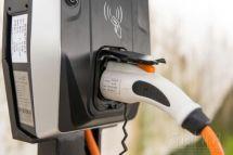 全球电动汽车充电桩建设面临挑战
