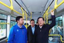 万钢参观福田欧辉全系列氢燃料电池客车看好氢能发展前景