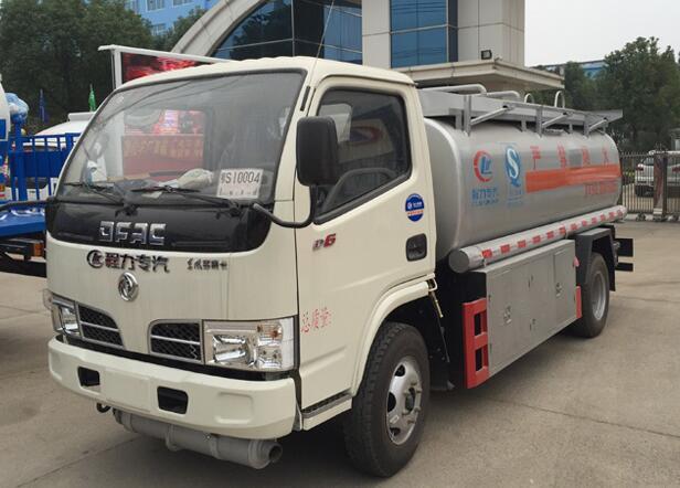 东风5吨加油车价格