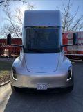 特斯拉Semi纯电动半挂卡车高清近照首次曝光:后轴搭载4个独立电动机