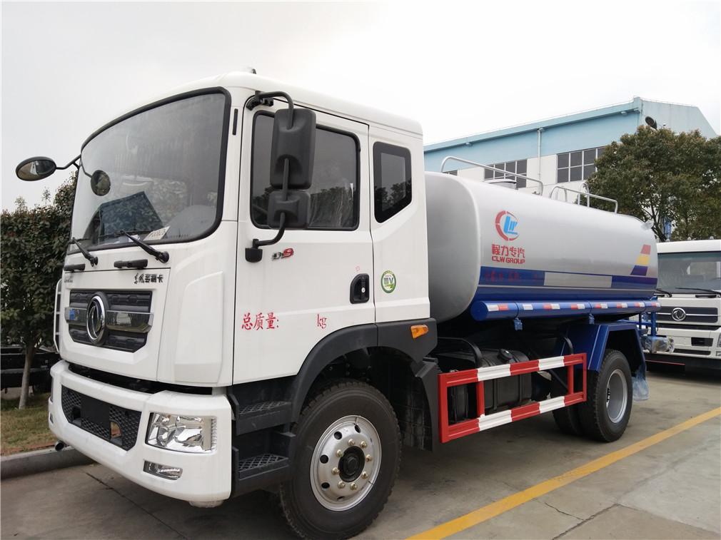 湖北程力集团生产的东风多利卡D9洒水车顺利发车