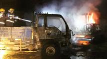 货车挖掘机同时起火被烧砀山消防成功扑救