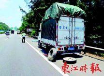 事故后应对不当司机应急车道修车被撞