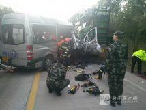 齐齐哈尔一中型客车与挂车追尾死伤严重