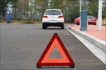 货车立纸箱当警示牌被撞警示牌怎么用