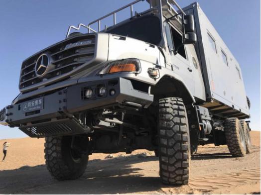 重磅来袭,科技改变生活的超级房车——奔驰6X6驱赛托斯最全解析!