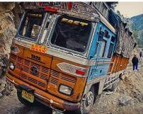 印度一卡车冲入婚庆人群造成13人死亡