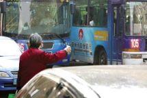 西安:将老人的免费公交卡改为发放补贴
