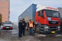 中國貨車牽引歐洲掛車來到了新疆