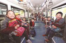 宁波学童坐上纯电动校车