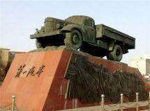 众小生上海车展凹造型,这些年代感车型默默述说66年风雨轿车路!