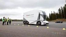 自动驾驶卡车在瑞典全球首秀,车里真的没有驾驶员