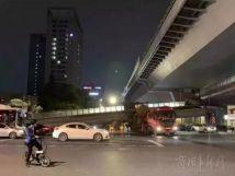 一輛半掛車為啥能撞塌杭州一座天橋?