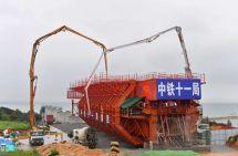 徐工V7泵车助力湄洲湾跨海大桥建设