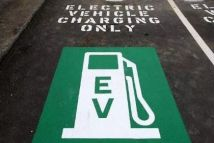 新能源汽车产销高歌猛进,事故层出不穷,用车安全谁来守护?
