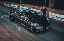 """莊園里的""""力量""""聚會:Taycan原型車造訪英國古德伍德速度節"""