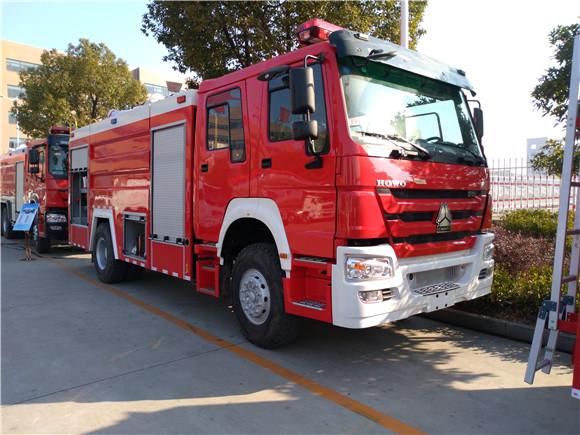 重汽豪沃泡沫8吨消防车价格