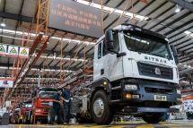 央视特别直播丨共和国发展成就巡礼·探访亚洲最长重型汽车装配线