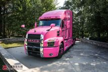 关爱乳腺癌患者粉红色马克Anthem牵引车亮相北卡罗来纳州总部