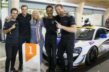 梅开二度再续辉煌米亚?弗莱维特(MiaFlewitt)连续第二次问鼎纯粹迈凯伦赛道项目GT系列赛冠军宝座