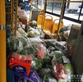 """武汉公交车变身""""物流专车"""",为14家门店配送团购生活物资"""