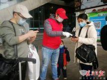 武漢公交多措并舉引導乘客有序乘車