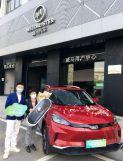 """武汉""""解封""""后首台新能源汽车在威马门店完成交付"""