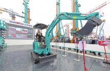 挖掘机可以直接开进卧室,足不出户就能在千里之外控制,湖南制造企业利用5G技术积极研发新设备