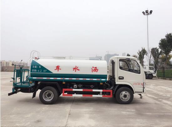 东风多利卡5吨洒水车