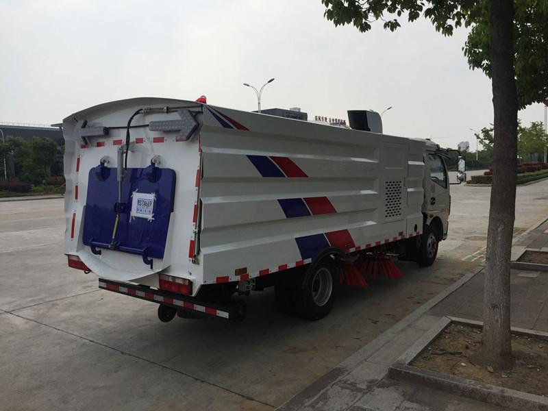 国五东风多利卡扫路车