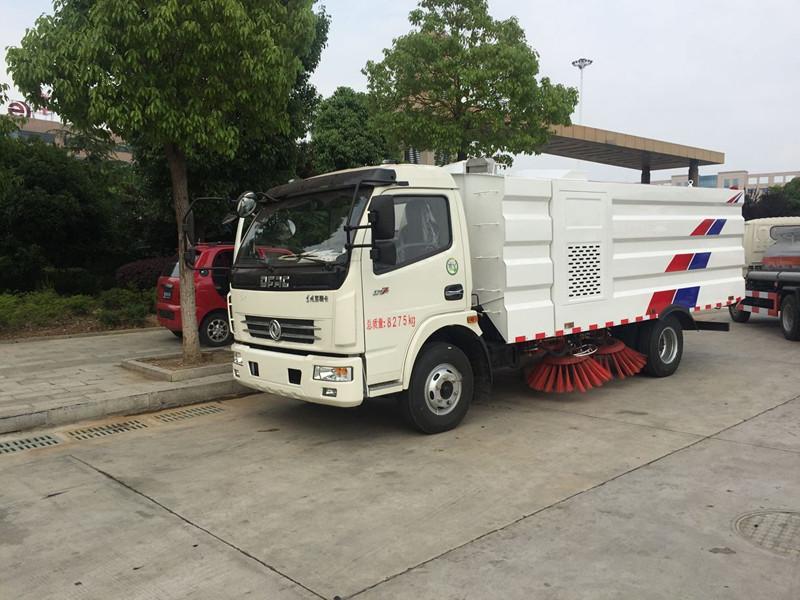 国五东风多利卡5吨扫路车