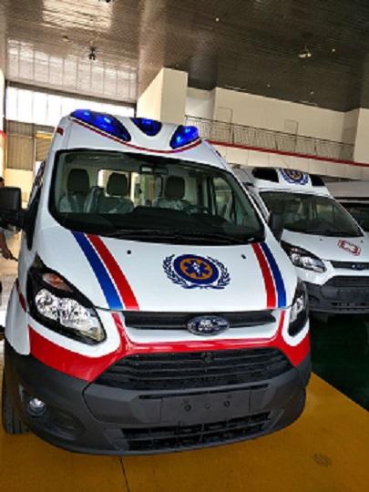 福特V362新全顺中轴中顶(柴油版)救护车
