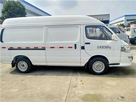 厦门金龙面包型汽油版冷藏车6方厢体小型厢式冷藏车