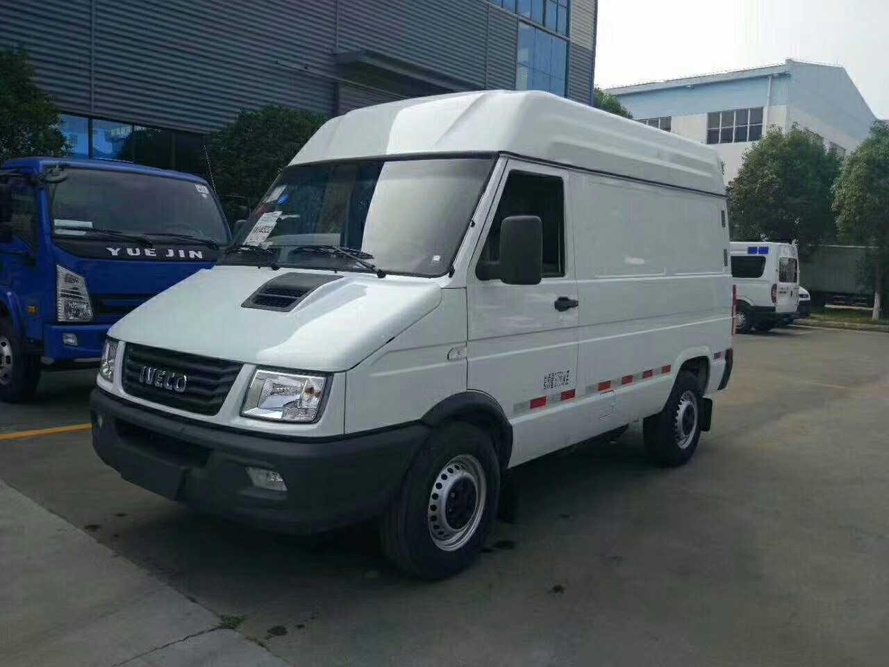 柴油依维柯面包式4.9立方冷藏车