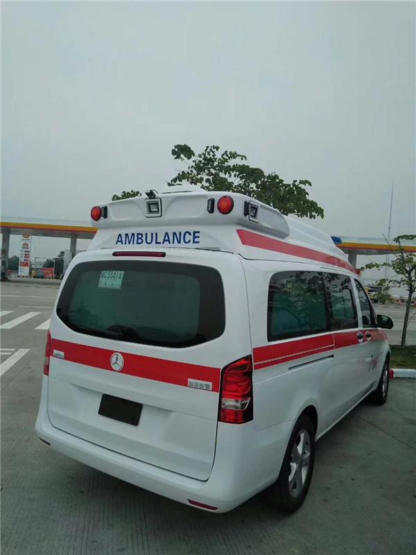 奔驰新威霆高顶监护型救护车