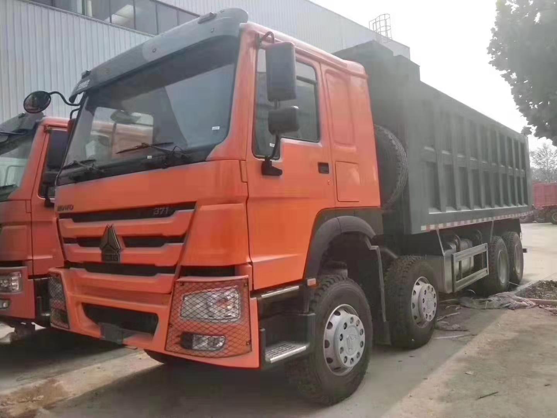豪沃8×4货箱长度7.3米自卸车
