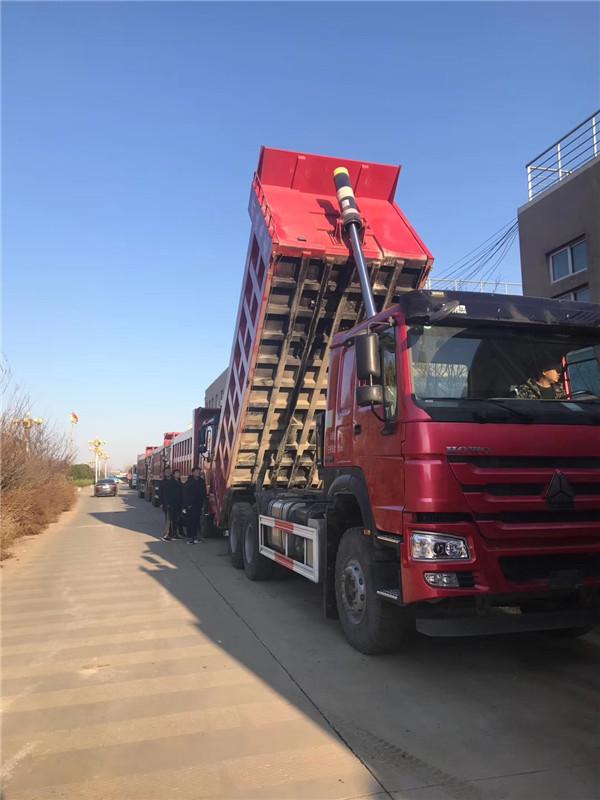 中國重汽440馬力豪沃6X4驅動6.3米自卸車