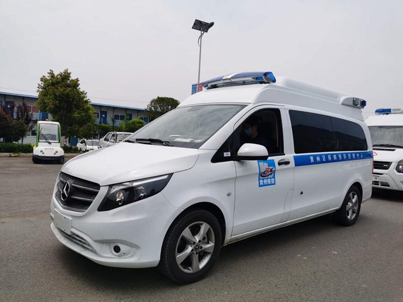 国六奔驰新威霆监护型救护车