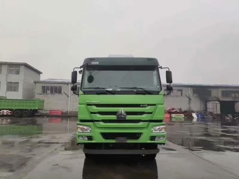 重汽豪沃自卸车绿色6米大箱