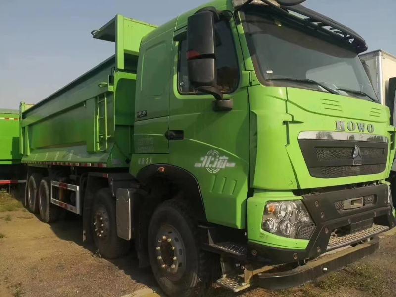 重汽豪沃7.2米渣土車綠色預留了軌道440馬力