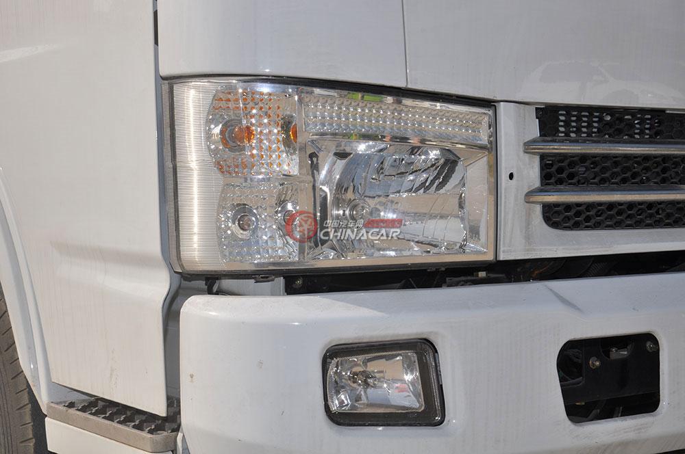 东风多利卡D6洒水车外观图片-左侧大灯