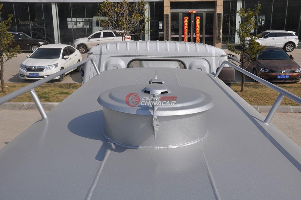 东风多利卡D6洒水车外观图片-注水口